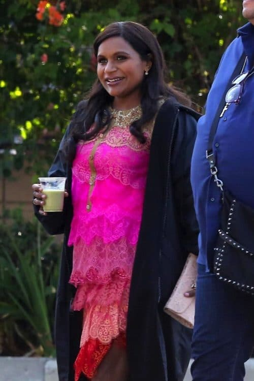 Pregnant-Mindy-Kaling-hard-at-work-on-the-set-of-The-Mindy-Project-