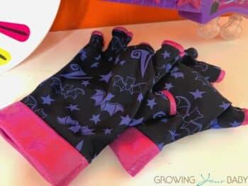 Vampirina Spooktastic Spookylele - gloves 2