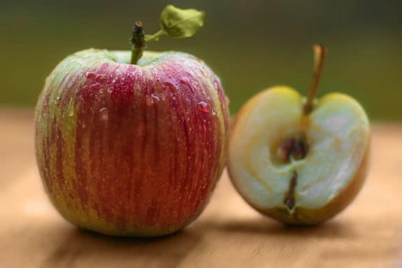 best-way-to-wash-apples