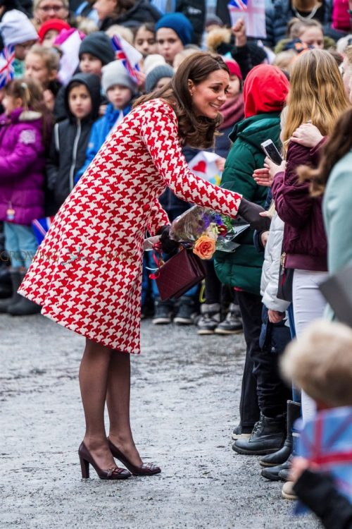 Pregnant Kate Middleton greets school children on their visit in Sweden.