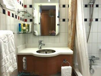 Disney Dream Deluxe Oceanview with Verandah - bathroom