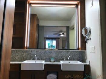 Disney's Coronado Springs Resort Renovated Cabana Room - bathroom