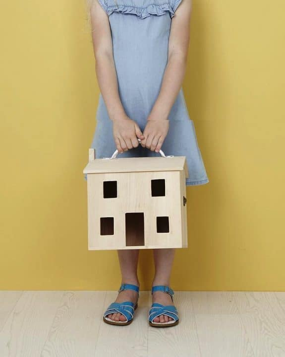 Kids wooden dollhouse - holdie house