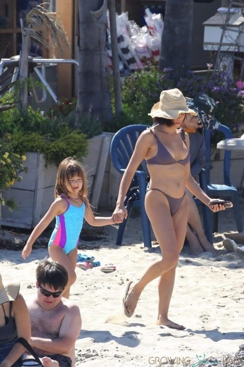 Jenna Dewan shows off her abs while enjoying a day at the beach with her daughter Everleigh Tatum