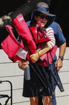 Jennifer Garner hauls her family's chairs at 4th of july parade
