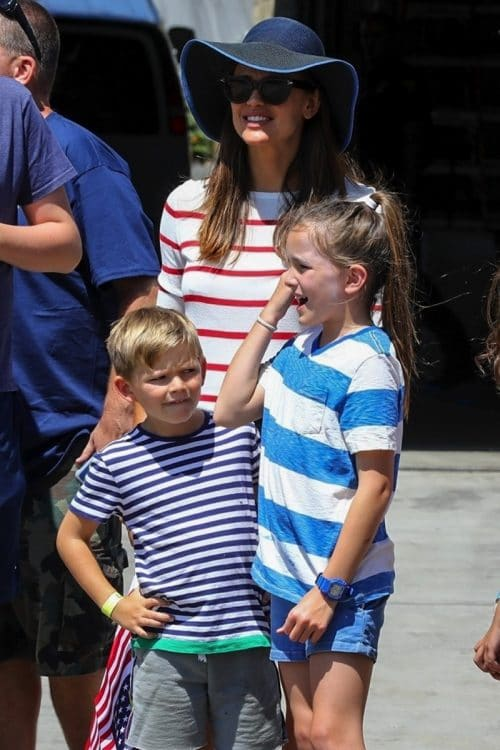 Jennifer garner celebrates 4thof july with Sam and Seraphina in LA