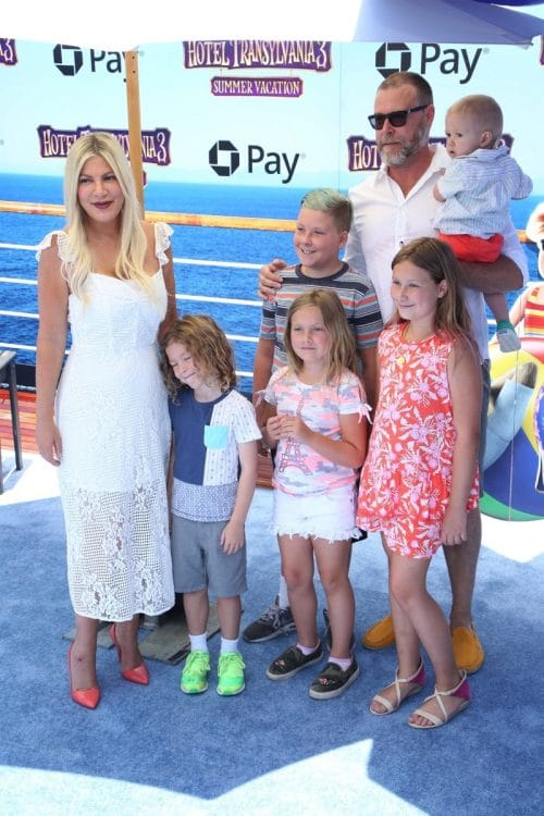 Tori Spelling, Dean McDermott with kids Liam, Stella, hattie, Finn and Beau at the premiere of Hotel Transylvania 3 Summer Vacation