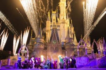 Hocus Pocus Villain Spelltacular Show during Mickeys Not-So-Scary Halloween Party
