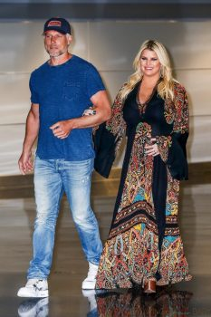 Jessica Simpson lands in NY with husband Eric Johnson after revealing she's pregnantJessica Simpson lands in NY with husband Eric Johnson after revealing she's pregnant
