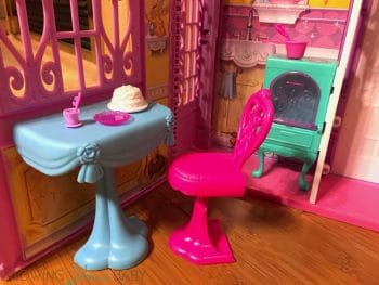 Disney Princess' Pop-Up Palace - dining room table