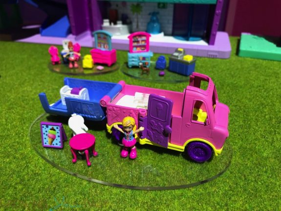 2019 Polly Pocket Pollyville ice cream truck