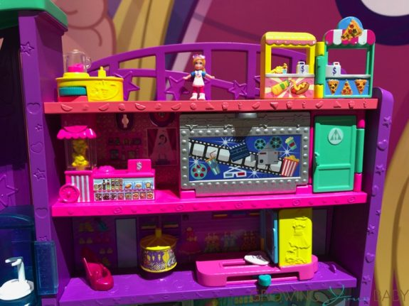 2019 Polly Pocket Pollyville - mega mall