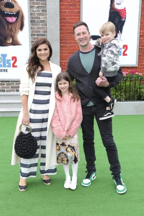 Tiffani Thiessen, Brady Smith, Holt Fisher Smith, Harper Renn Smith at Secret Life of pets 2 premiere