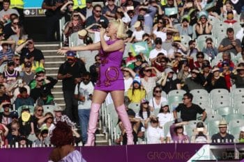 Pregnant Katy Perry Performs in Melbourne