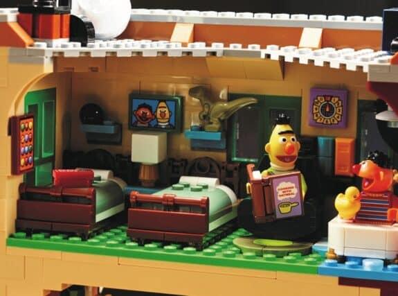 123 Sesame Street LEGO Set - bert and ernie