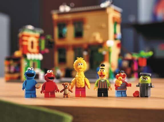 123 Sesame Street LEGO Set - characters