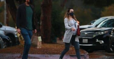 Pregnant Rachel McAdams eats dinner at park with partner Jamie Linden