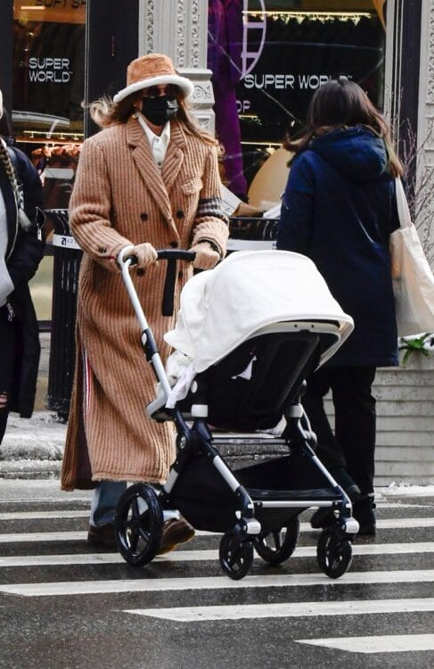 Gigi Hadid out in NYC shopping with her daughter