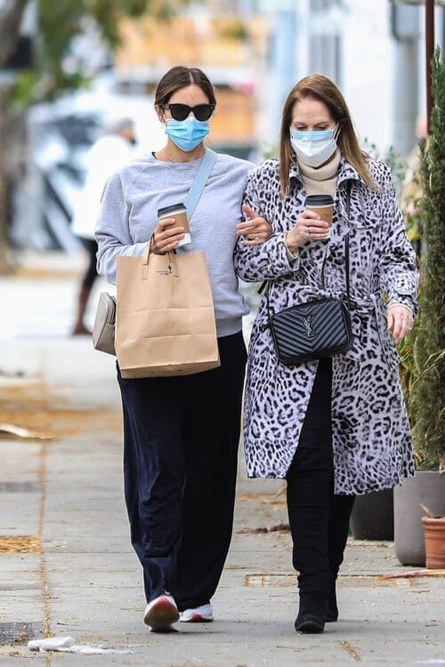 Pregnant Katharine McPhee picks up lunch to go at Croft Alley with her mom