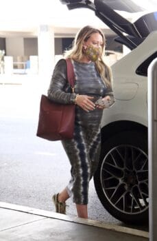 Pregnant Hilary Duff Arrives In Los Angeles After Wrapping Up 'Younger'