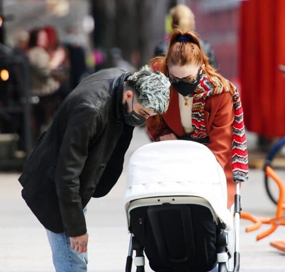 Parents Gigi Hadid and Zayn Malik enjoy an afternoon stroll with their daughter in NYC