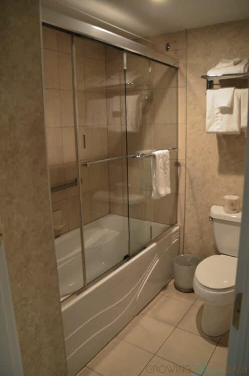 Hotel Palace Royal Centre-Ville Quebec City suite tour bathroom