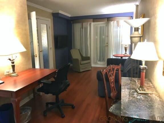 Hotel Palace Royal Centre-Ville Quebec City suite tour living room