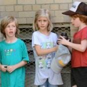Julia Roberts' Crew Visits Her On Set!