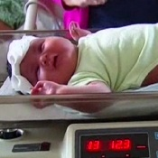 Mom gives Birth to Baby Girl weighing almost 14 Pounds!