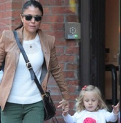 Bethenny Frankel Smooches Her Sweetie!