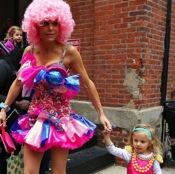 Bethenny Frankel and daughter Bryn Are Cute in Candy Costumes!