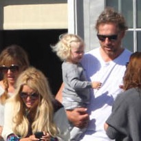 Jessica Simpson & Eric Johnson Hang Out At The Beach With Maxwell
