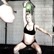Pregnant Mom Sparks Online Debate as She Shares Photographs of Her Weightlifting Just Weeks Before Due Date
