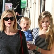 Reese Witherspoon and Kids Step Out for Pizza in Westwood