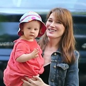 Carla Bruni-Sarkozy and Daughter Giulia Step Out In Paris