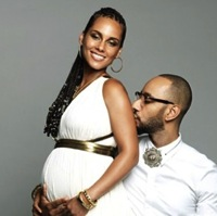 Alicia Keys Announces Second Pregnancy – Shows Off Gorgeous Belly!