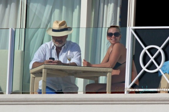 A very pregnant Kayte Grammer on vacation with husband Kelsey