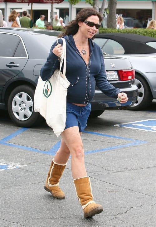 A very pregnant Minnie drive out in Malibu