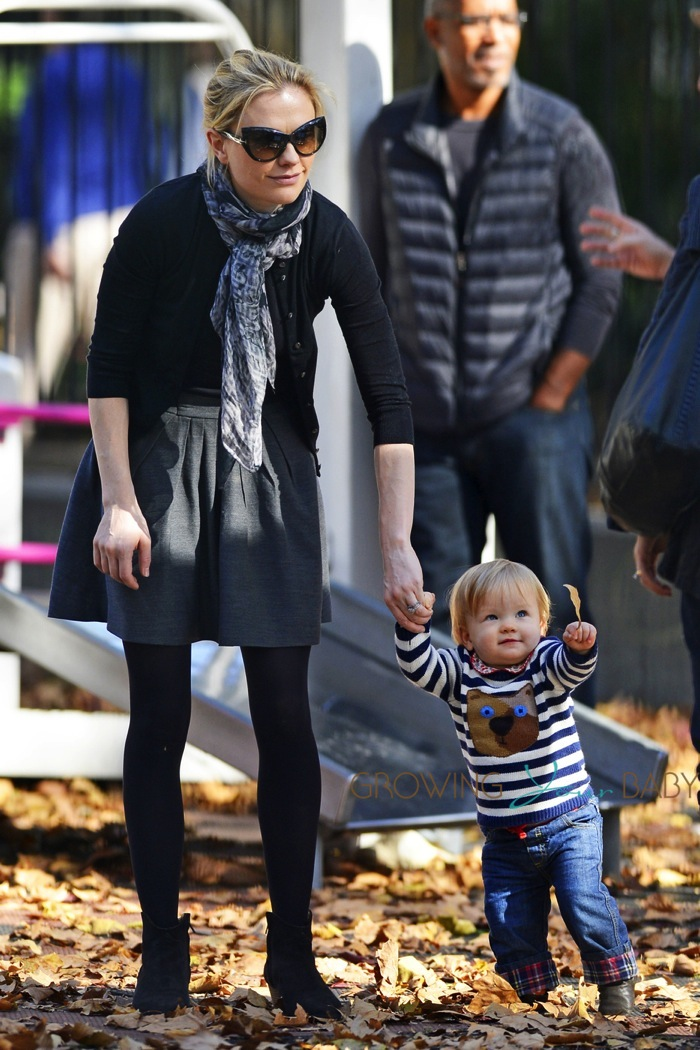 Anna Paquin at the park in NYC with her twins - Growing ... Anna Paquin 2015