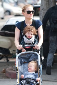 Anna Paquin steps out with her twins Poppy & Charlie on Venice beach