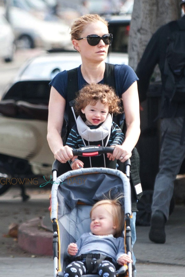 Anna Paquin Steps Out With Her Twins Poppy Amp Charlie On