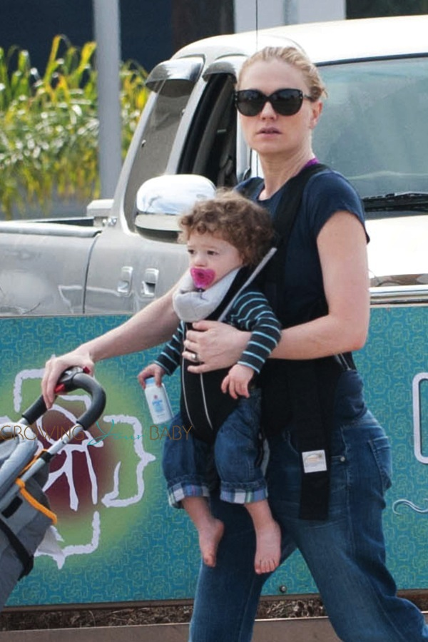 Anna Paquin Steps Out With Her Twins Poppy Amp Charlie