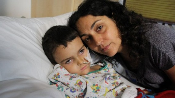 Ashya king with his mom