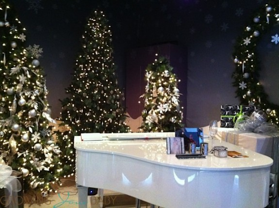 Avion Holiday Boutique Yorkdale - grand piano