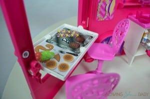 Barbie Sisters Glam Camper 2014 - breakfast bar