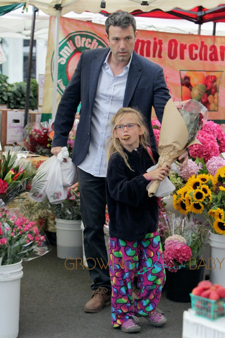 Jennifer Garner and Ben Affleck take their kids to an early morning trip to the local farmers market in Los Angeles