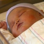 Massachusetts Mom Gives Birth To a 14.5lb Baby Girl!