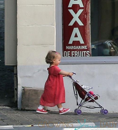 Carla Bruni-Sarkozy and Giulia arrive at home in Paris