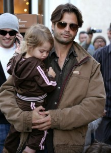 **UK AND USA USE ONLY**  David Charvet takes one of his daughters out for some last minute Christmas shopping at The Grove