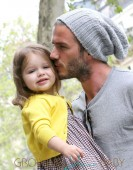 David, Victoria & Harper Beckham Go Shopping